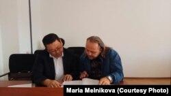 Украинский журналист Александр Гороховский (слева) на заседании административного суда. Уральск, 17 сентября 2018 года.