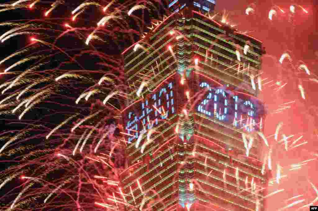 Fireworks erupt from the Taipei 101 building to mark the new year in Taipei. (AFP/Sam Yeh)