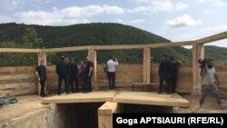 С утра на полицейском блокпосту у села Чорчана было много посетителей