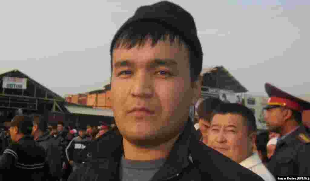 Тимур Калыбаев один из добровольных спасателей