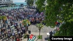 Митинг оппозиции в Сухуме, 2014 год