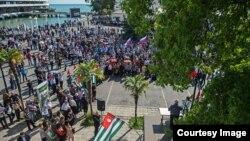 Митинг в Сухуми (архивное фото)