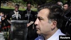 Саакашвили вспомнил, как после Революции роз в первый раз собрал бизнесменов, чтобы лично заверить их в том, что бизнес в Грузии будет процветать