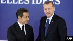 Франция президенты Николя Саркози (с) һәм Төркия премьер-министры Рәҗәп Тайип Эрдоган G20 саммитында, Канн, 3 ноябрь 2011