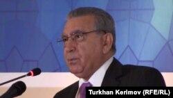 Azerbaijan -- Ramiz Mehdiyev talking about democracy, human rigths in Azerbaijan, Baku, 03Dec2012