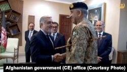 عبدالله عبدالله رئیس اجرائیه حکومت وحدت ملی افغانستان و قمر جاوید باجوه لوی درستیز اردوی پاکستان