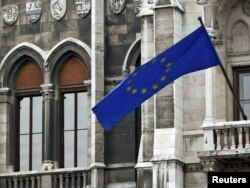 Zastava EU na zgradi Skupštine Mađarske - ilustracija