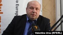 Viorel Chivriga în studioul Europei Libere la Chișinău