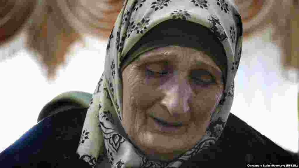 Ruslannıñ anası mektüpni ağlay-ağlay diñledi: oğullarnıñ ekisi de - Ruslan ve Eskender - şimdi apisteler