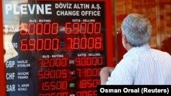 Пункт обмена валюты в Стамбуле. 13 августа.