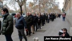 Очередь у избирательного участка в Каталонии. Барселона, 21 декабря 2017 года.