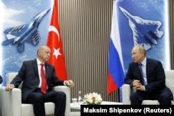 Владимир Путин и Реджеп Эрдоган на авиасалоне МАКС-2019 в подмосковном Жуковском. 27 августа 2019 года
