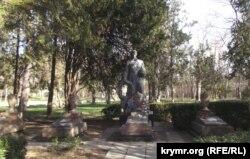 Пам'ятник радянським солдатам у Саках