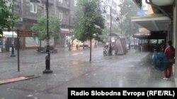 Илустрација: Улица Македонија за време на дожд.