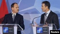 Албанскиот претседател Бујар Нишани и генералниот секретар на НАТО Андерс Фог Расмусен