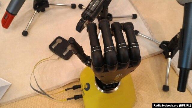 Біонічний протез руки