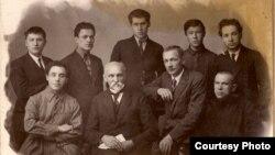 Беларускія пісьменьнікі на сустрэчы зь Янам Райнісам. 19 лістапада 1926 г. З фондаў БДАМЛМ