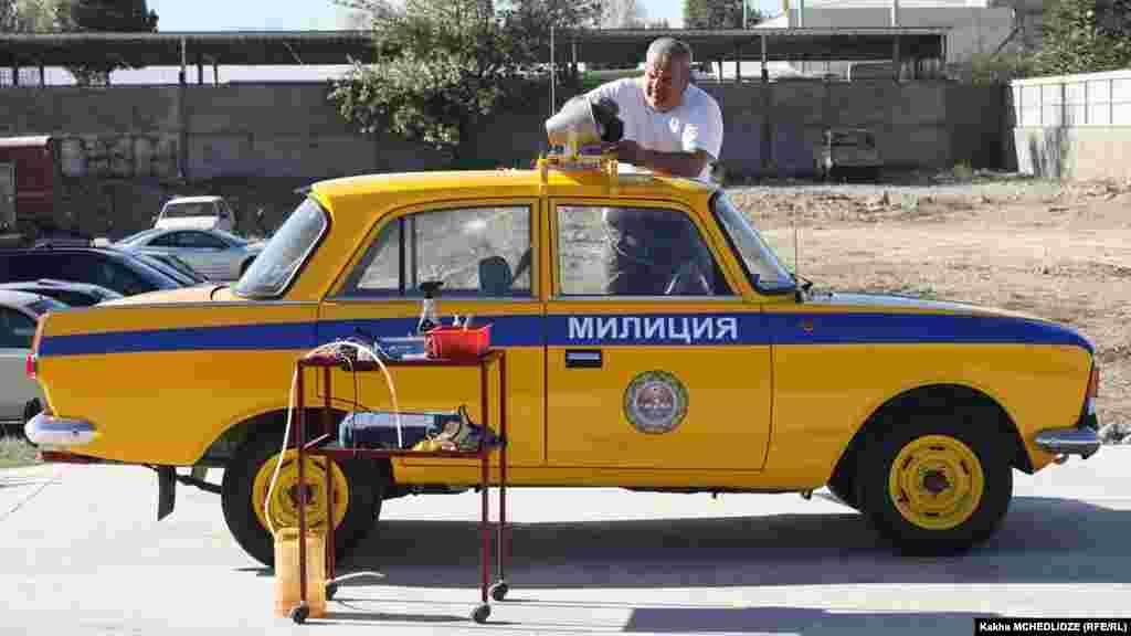 """""""მოსკვიჩ-412"""" -საქართველოს საბჭოთა სოციალისტური რესპუბლიკის მილიციის ავტომობილი."""