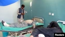 Afg'oniston. Gardez shahri politsiya trening markaziga qilingan hujumda yaralanganlar kasalxonaga olib kelindi. 2017, 17 oktabr.