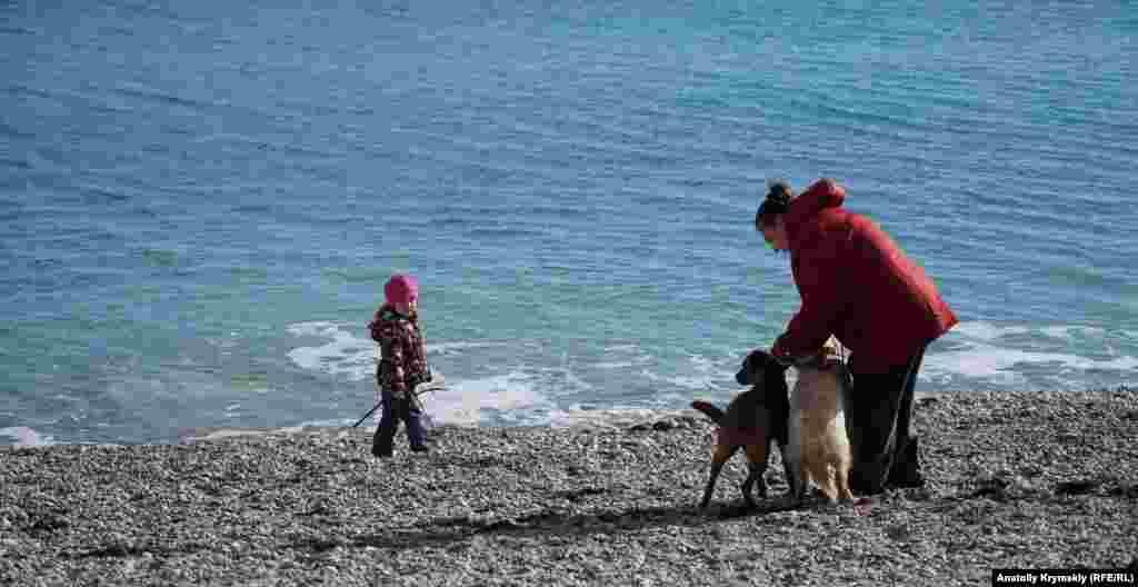 Пляжна прогулянка