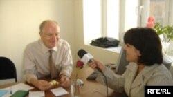 """""""Azadlıq"""" radiosunun müxbiri Şahnaz Bəylərqızının Geert Arenslə əvvəlki müsahibəsi, 27 sentyabr 2005"""