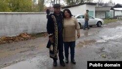 Мурад Джураев освободился из колонии 12 ноября 2015 года. На фото Джураев вместе с ташкентской правозащитницей Василей Иноятовой.