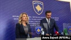 Mimoza Kusari-Lila i Valon Saracini na konferenciji za novinare, 9. septmebar 2013. foto: Amra Zejneli