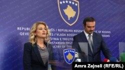 Косовската министерка за трговија и индустрија Мимоза Кусари Лила, по разговорите со македонскиот министер за економија, Валон Сарачини во Приштина.
