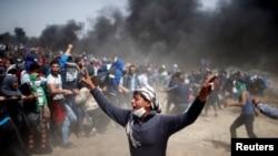 Архивска фотографија- Палестинци во судир со израелската армија во близина на границата со Газа