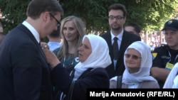 Aleksandar Vučić sa Srebreničankama u Potočarima