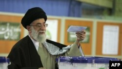 Ayatolahul Ali Khamenei votează