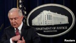 Jeff Sessions bio prinuđen da se povuče iz istrage o Rusiji