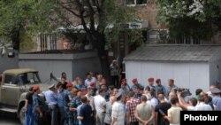 Կրպակների ապամոնտաժումը Երեւանի Փափազյան փողոցում: 10-ը օգոստոսի, 2011թ.