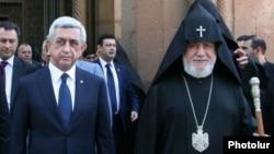 Armenia - President Serzh Sarkisian and Catholicos Garegin II emerge from the Armenian cathedral of Echmiadzin, 24Jan2015.