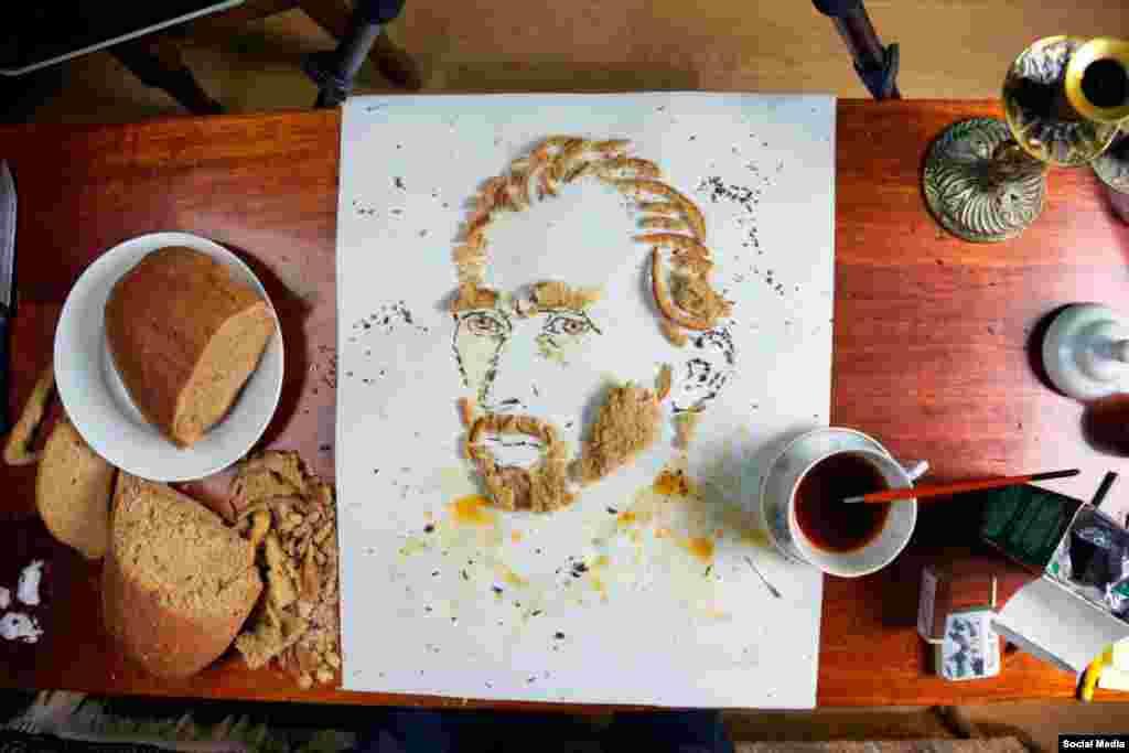 Художник из Днепропетровска Павел Бондар делает из еды портреты знаменитых людей. Этот портрет Винсента Ван Гога создан из хлеба и украшен чайными разводами