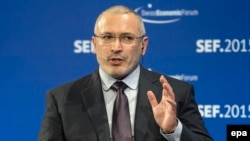 Михаил Ходорковский выступает на Швейцарском экономическом форуме, июнь 2015