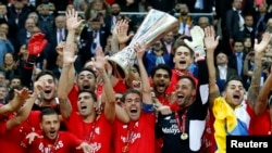 Торік «Севілья» перемогла у фіналі український «Дніпро», цього разу – англійський «Ліверпуль»