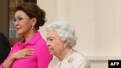 Дарига Назарбаева и британская королева Елизавета.