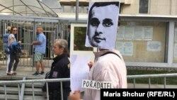 «Тихий протест» на підтримку Олега Сенцова відбувся біля стін посольства Росії у Празі