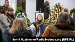 یادبود از قربانیان سقوط طیاره خطوط هوایی اوکراین که سال گذشته در نزدیکی تهران هدف راکت نیروهای این کشور قرار گرفت.