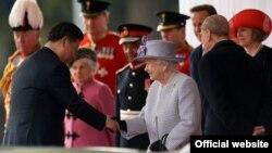 Иш сапар менен келген Кытай президенти Си Цзинпинди Британия зор урмат-сый менен тосууда. Лондон, 20-октябрь, 2015-жыл.