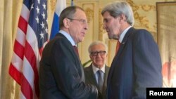 ԱՄՆ-ի պետքարտուղար Ջոն Քերրին և Ռուսաստանի արտգործնախարար Սերգեյ Լավրովը հանդիպում են Փարիզում, 13-ը հունվարի, 2014թ․