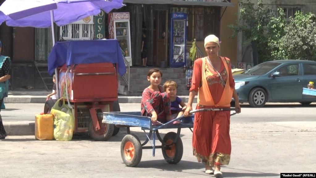 Малоимущие в Таджикистане надеются, что после выборов их жизнь улучшится