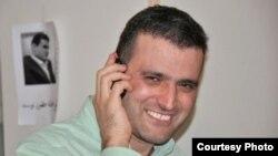 عبدالله مؤمنی آخرین بار در سال ۸۹ از مرخصی زندان استفاده کرده بود.