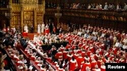 Британская королева Елизавета Вторая в Палате лордов британского парламента