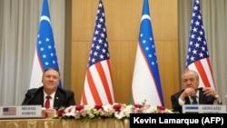 Державний секретар США Майк Помпео під час спільної прес-конференції з міністром закордонних справ Узбекистану Абдулазізом Каміловим в Ташкенті, 3 лютого 2020 року