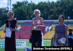 Виктория Палюдина, Дарья Маслова жана Гүлшанай Саттарова сыйлоо аземинде.