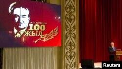 Дінмұхамед Қонаевтың туғанына 100 жыл толуына арналған жиында президент Нұрсұлтан Назарбаев сөз сөйледі. Алматы, 12 қаңтар 2012 жыл.