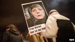 Германи -- Исламна духьаллаьттачу Педига юкъараллерчу гуламхоша канцлеран Меркел Ангелин сурт кечдина, иза бусулба нахехьа яьлла аьлла гойтуш, Дрезден,12Деч2015