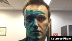 "Russian opposition leader Aleksei Navalny says his eyesight might be impaired after his face was splashed with a green ""zelyonka"" antiseptic. (file photo)"